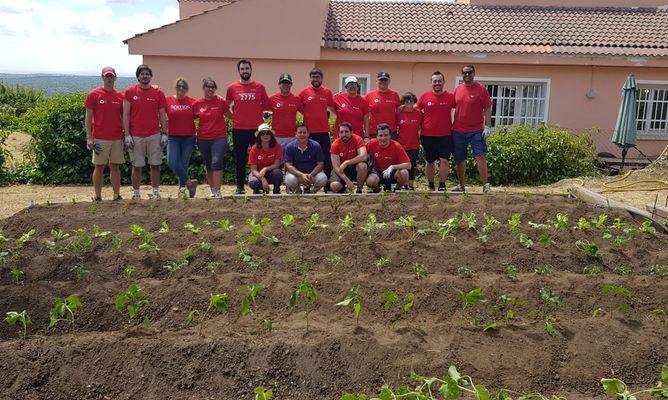 Jornadas de jardinería.voluntarios en Aldeas Infantiles P